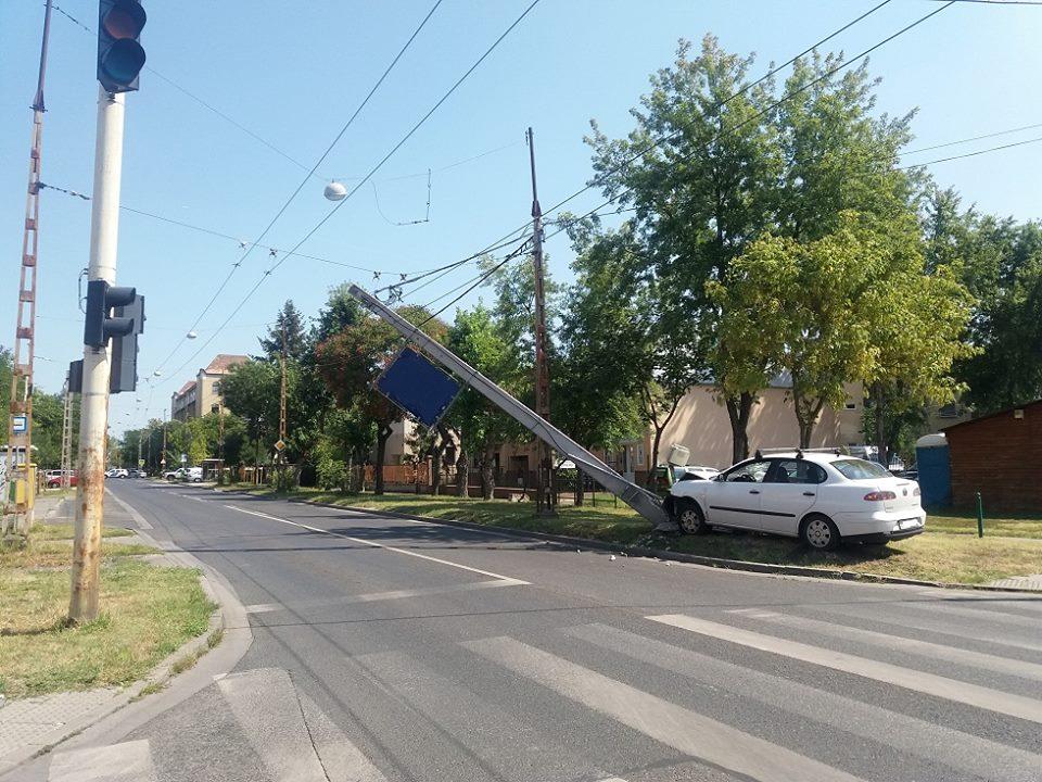 Baleset az Egressy út és a Róna utca találkozásánál