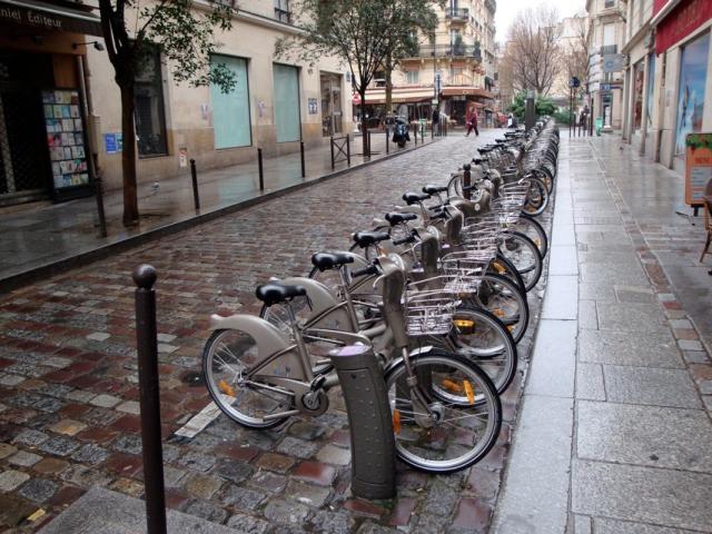 (a kép a párizsi bringakölcsönző rendszert mutatja, és a városban blogról való)